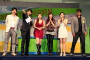 ATV artistes host quiz games at the Tipster Forum at Sha Tin Racecourse, receiving warm response from racegoers.